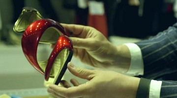 "Architetto Julian Hakes realizza scarpe incredibili stampate in 3D per l'esposizione ""Shoes: Pleasure and Pain Exibition"""