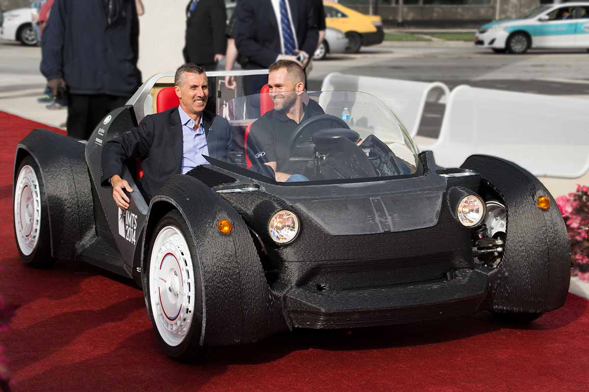 Local Motors CEO Jay Rodgers e AMT Presidente in auto Strati 3D Stampato all'IMTS