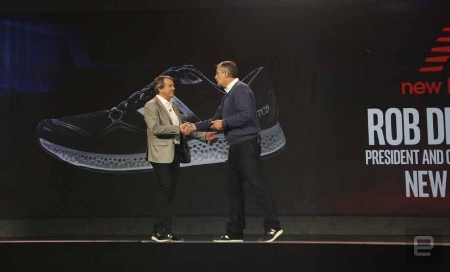 Rob DeMartini CEO di New Balance e Brian Krzanich CEO di Intel al CES 2016