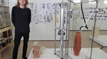 Vasi in argilla stampata 3D di Olivier van Herpt per COS