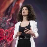 Neri Oxman rivoluziona il  Biomanufacturing – Abito indossabile stampato in 3D e integrato con materia vivente