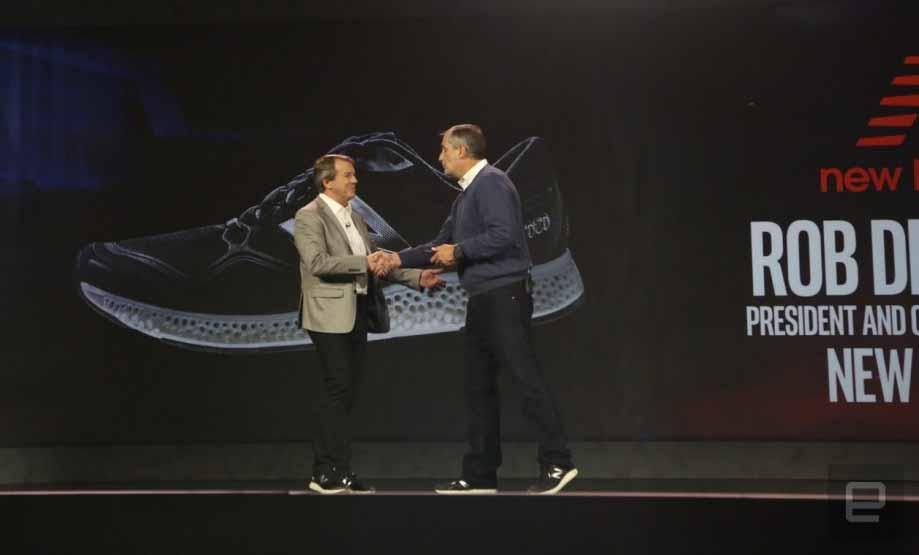 Rob DeMartini CEO di New Balance e Brian Krzanich CEO di Intel al CES 2016