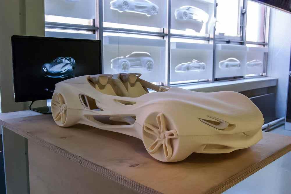 prototipo di auto stampato in 3d in nylon