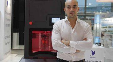 Alessio Lorusso fondatore di Roboze premiato come Imprenditore dell'anno 2018 da Ernst& Young.