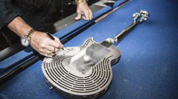 Stampata in 3D  la prima chitarra al mondo in titanio, indistruttibile
