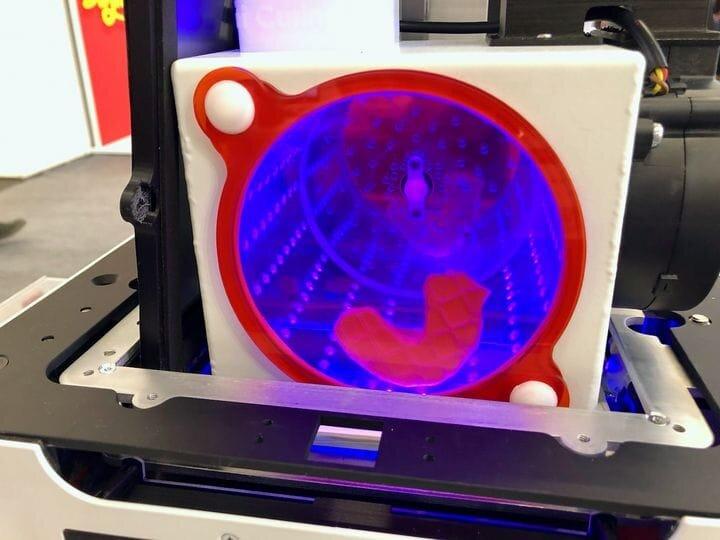 Cura di una stampa 3D completata nella stampante 3D LumiCUBE
