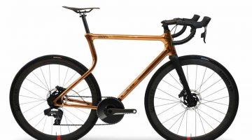 Il campione mondiale Stefan Bötticher testa la prima bici da corsa con telaio in acciaio  stampato  in 3D