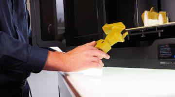 Stampata in 3D la prima impugnatura a pistola nei campionati europei di tiro all'olimpionica Céline Goberville